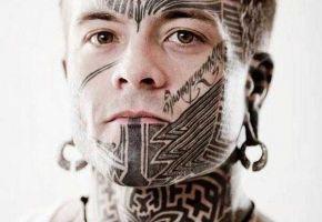 20 erstaunliche Gesichts Tattoos