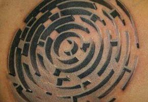 Verrückte Labyrinth Tattoos