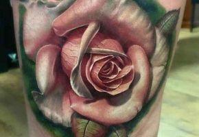 23 beeindruckende Rosen Tattoos