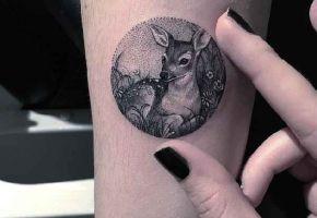 Evas kleine kreisrunde Miniatur-Tattoos
