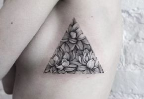 Fine Line Tattoos mit Dasha Sumkina