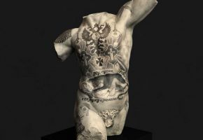 Klassische Skulpturen vs. moderne Tattoos