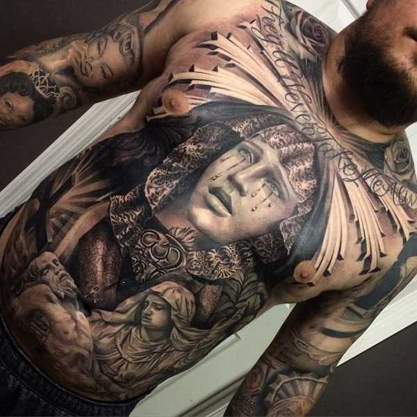 16 abgefahrene brusttattoos f r m nner tattoo spirit. Black Bedroom Furniture Sets. Home Design Ideas
