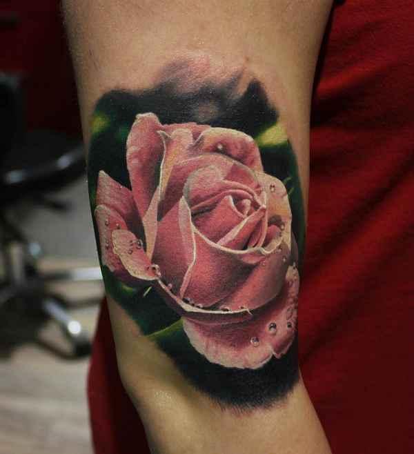 23 beeindruckende rosen tattoos tattoo spirit. Black Bedroom Furniture Sets. Home Design Ideas