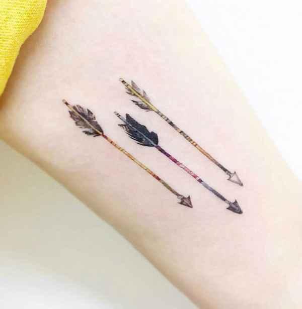 bedeutungsvolle pfeil tattoos tattoo spirit. Black Bedroom Furniture Sets. Home Design Ideas